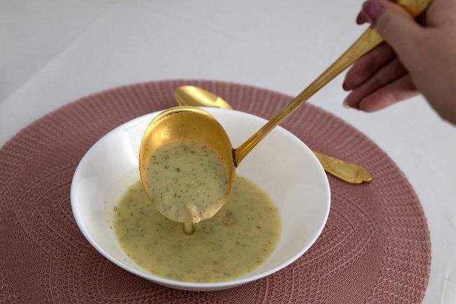 Skandinavische Kartoffelcremesuppe mit Lachs